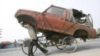 """""""大老黑""""的汽车没有报废年限, 无论多烂的车都能上路, 你见过吗?"""