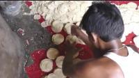印度的饺子皮, 上面还有飞禽走兽, 印度的抵抗力比我们好!