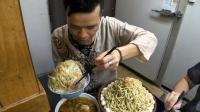 16斤的猪肉面条挑战, 日本大胃王吃的满头大汗, 这饭量不得不佩服啊