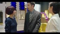 男子和美女同事逛商场, 被妻子当面撞上, 男子很机智