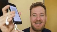 这个老外给iPhone7加了个耳机接口, 可以一边充电一边听歌