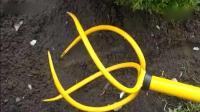 老外发明的刨土工具, 特别适合农民松土, 简单快捷超实用!