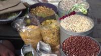 感觉印度的爆米花和花生是不是很贵, 一次人们只买一小包
