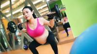 90后8个月孕妇在健身房做深蹲, 生了龙凤胎