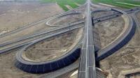 中国最长沙漠高速公路, 全长2768公里, 近500公里为无人区