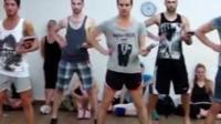 网上最火视频, 外国帅小伙们跳火辣劲舞, 舞姿超有创意, 太帅了