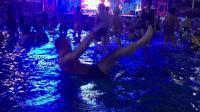 私人健身王: 小圣教练教你如何在水下练腹肌