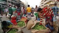 看看不一样的印度菜市场, 生意兴隆, 各种菜真不少, 有些菜没见过