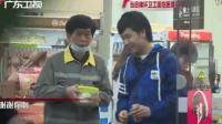 小伙不忍环卫工人吃冷饭 主动带其去便利店热饭 给小伙一个赞