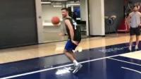 【财哥鞋铺】看看阿迪达斯训练营的学员怎么秀打板扣篮
