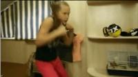 霸气! 谁能受得了美国9岁拳击小美女这一击 网友: 未来女拳王