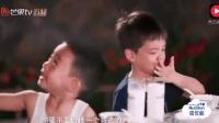 """爸爸去哪儿: 小小春化身暖心小哥哥和嗯哼""""兄弟情"""", 太感人了"""