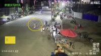 男子骑摩托看手机, 刚抬头就撞飞人