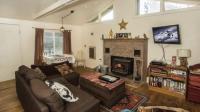 客厅的壁炉造型很给力, 把美式风格衬托的很自然, 好设计