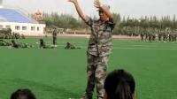 学校军训最嗨教官跳C哩C哩舞蹈把女学生们乐开花了!