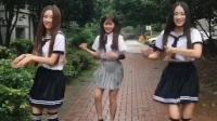 妹子们穿着水手服加长筒袜户外火辣热舞太美了, 后边的妹子好尴尬啊