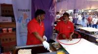 印度人跑到湖南长沙卖飞饼, 生意好到爆, 感叹中国生意太好做!