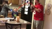 亲爹扔橄榄球帮儿子拔牙 孩子竟满脸欢喜