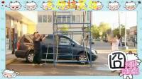 搞笑整蛊: 架子上躺着两个美女换水桶 整得路人一愣一愣的 笑翻了