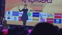 台湾著名甜歌美女卓依婷在广西崇左演出, 现场歌迷气氛太热烈了!