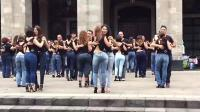 国外流行的广场舞, 紧身牛仔裤美女跳的广场舞, 你还讨厌吗?