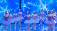 牡丹江老年大学艺术团的表演芭蕾舞《我爱你塞北的雪》