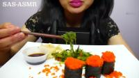 韩国大胃王美女吃鱼籽寿司, 满足的嘎嘣声, 听着很有节奏 五次郎视频