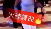 陕西燕姐白色紧身裤广场舞, 性感的身材哦, 高跟鞋每天换一双
