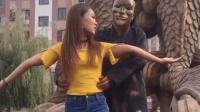秒拍福利史上最贱假扮铜人, 恶搞街头美女4