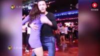 美女热舞: 这段网红舞蹈我看了20多遍, 可是他跳舞为什么要伸舌头?