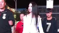 陕西广场舞燕姐穿牛仔裤跳广场舞, 身材真的是好性感啊, 女神范哦