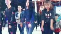 陕西最火燕姐广场舞, 穿牛仔裤跳广场舞身材好性感啊
