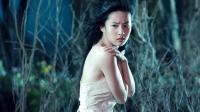 美女不害臊, 在哈尔滨街头性感热舞, 身材很像刘亦菲, 路人纷纷围观