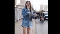 郑州小女孩路边唱起动感歌曲 那歌声堪比原唱!