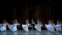 芭蕾舞男生领舞, 开头的16次连跳好厉害
