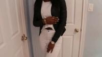 时尚美女穿白色紧身裤搭黑色皮衣, 黑白经典的搭配, 尽显优雅魅力迅雷下载