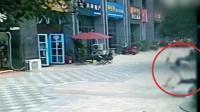 现场: 广西一女子当街遭前夫刀砍致死 嫌犯被抓—播单: