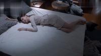 张丹峰血性爆发, 抱起美女扔床上, 三两下成功占有