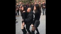 六旬老汉跳广场舞成网红, 天天抱着年轻美女跳舞, 让人羡慕