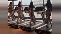 4个美女穿旗袍在跑步机上跳舞, 左一跳的最好, 但我最喜欢右二