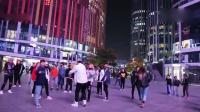 北京三里屯帅气小哥哥小姐姐跳火到一塌糊涂的C哩C哩舞蹈!