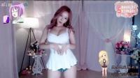 纯白睡裙遮掩不住性感娇躯 韩国美女主播露珠热舞