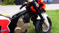 亲子互动, 小正太组装超酷摩托车, 修炼遥控车好厉害