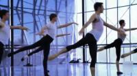 芭蕾舞演员的日常练习, 动作优美, 耐人寻味