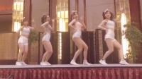 跑步时无意看到的美女性感舞蹈, 只一眼就控制不住的跟着摇摆起来!