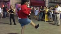C哩C哩舞跳腻后, 街上发现另一酷炫动感舞蹈 #这就是街舞#