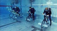 国外奇葩比赛, 水里骑自行车, 这阻力骑得动吗?