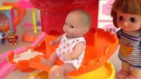 儿童益智, 小萝莉带玩偶跟玩具车一起玩超酷滑滑梯, 真好玩呀