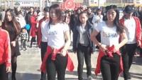 木公拍广场舞: 平川最火的美女广场舞 大小孩都可以跳的广场曳步舞