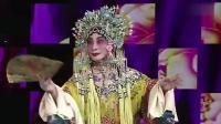 《�?┝饲骸� 梅葆玖携9岁的巴特尔登台表演《贵妃醉酒》 - 2
